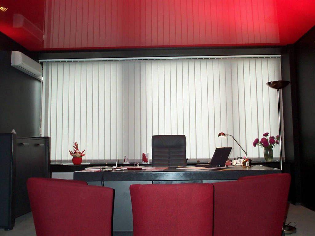 Белый глянцевый натяжной потолок от производителя Ремонтофф. Ремонт и отделка квартир под ключ.